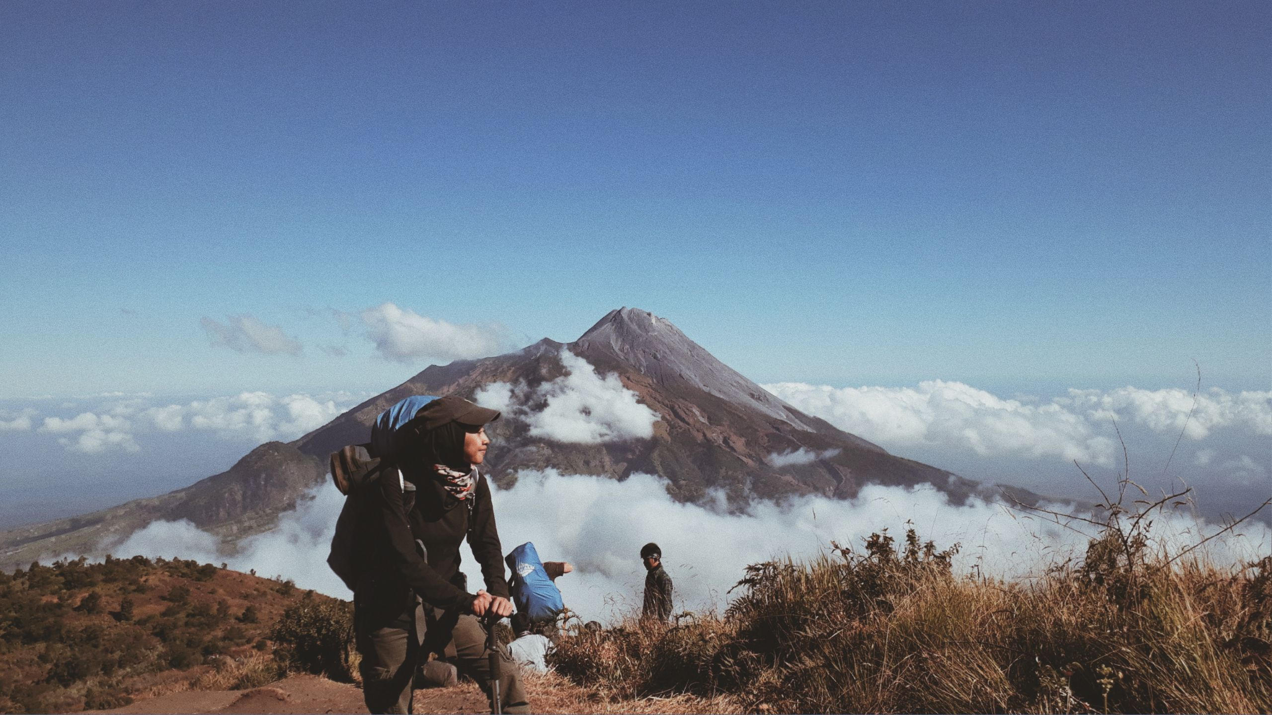 View Of Merapi Mountain From Merbabu Mountain Pemandangan Pegunungan