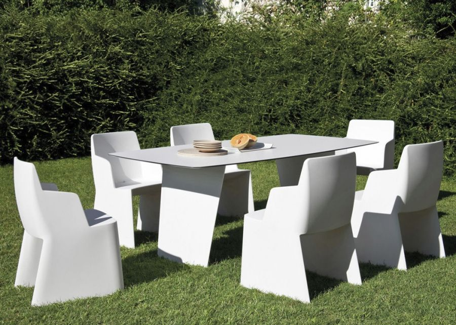 Stone Domitalia  design: Arter & Citton.  Seen and pleased: it is the sensation that Stone produced immediately. It is a fixed table with a rounded layered laminated and polyethylene base, exclusively in white colour, its elegancy is simple and refined.  http://www.martinelstore.com/en/prod/outdoor/tables-24/stone-domitalia-981.html
