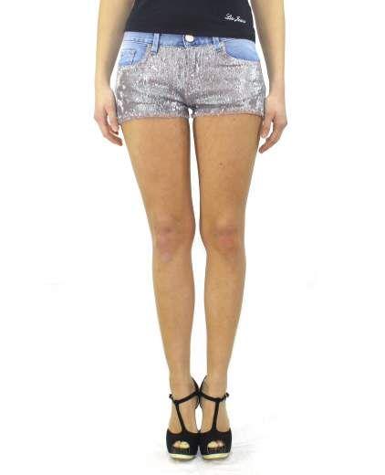 Bermuda CASABIANCA. Linea PINKO TAG. Shorts denim chiaro con micro paillettes sul davanti.