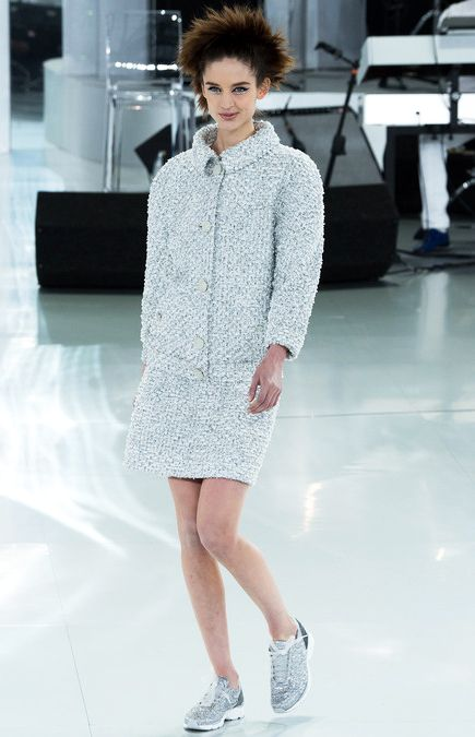 Classic tweed in futuristic volume & color skirt suit #Chanel Spring Summer 2014 Haute #Couture #fashion