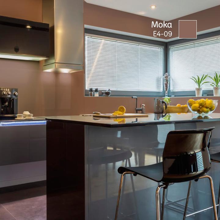 Si tu espacio es amplio e iluminado los colores oscuros - Colores de pintura para cocinas modernas ...