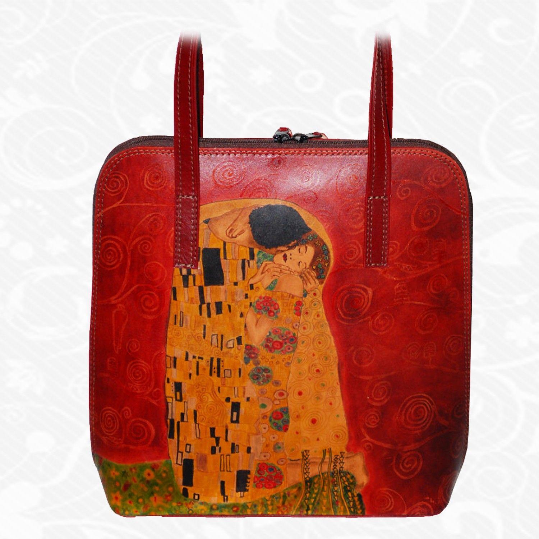 1a04cc623e Každý jeden kus ručne maľovaných výrobkov je umelecké dielo. Kabelka je  neopakovateľný originál s nádhernou maľbou. Motív  Gustav Klimt – The kiss