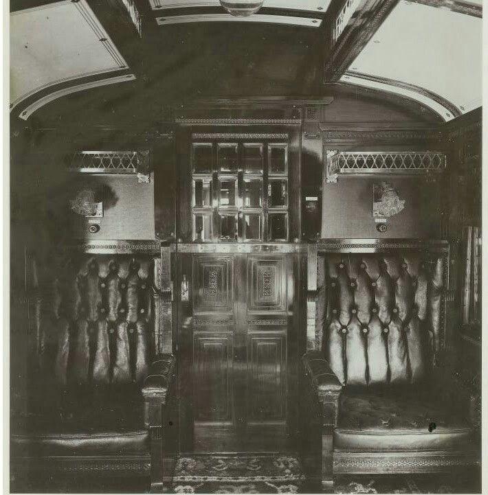 foto Interieur van een toeristencoupé van een trein in Nederlands ...