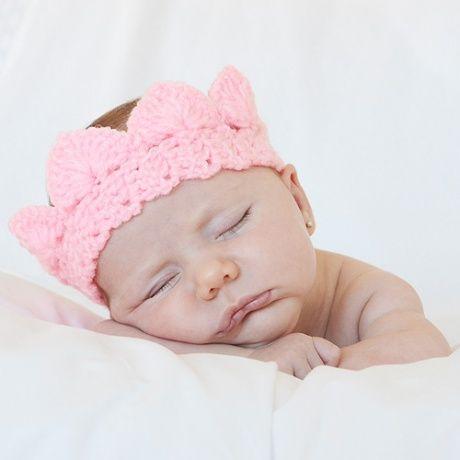 Corona crochet para bebe delicada corona de ganchillo para - Adornos para bebe recien nacido ...