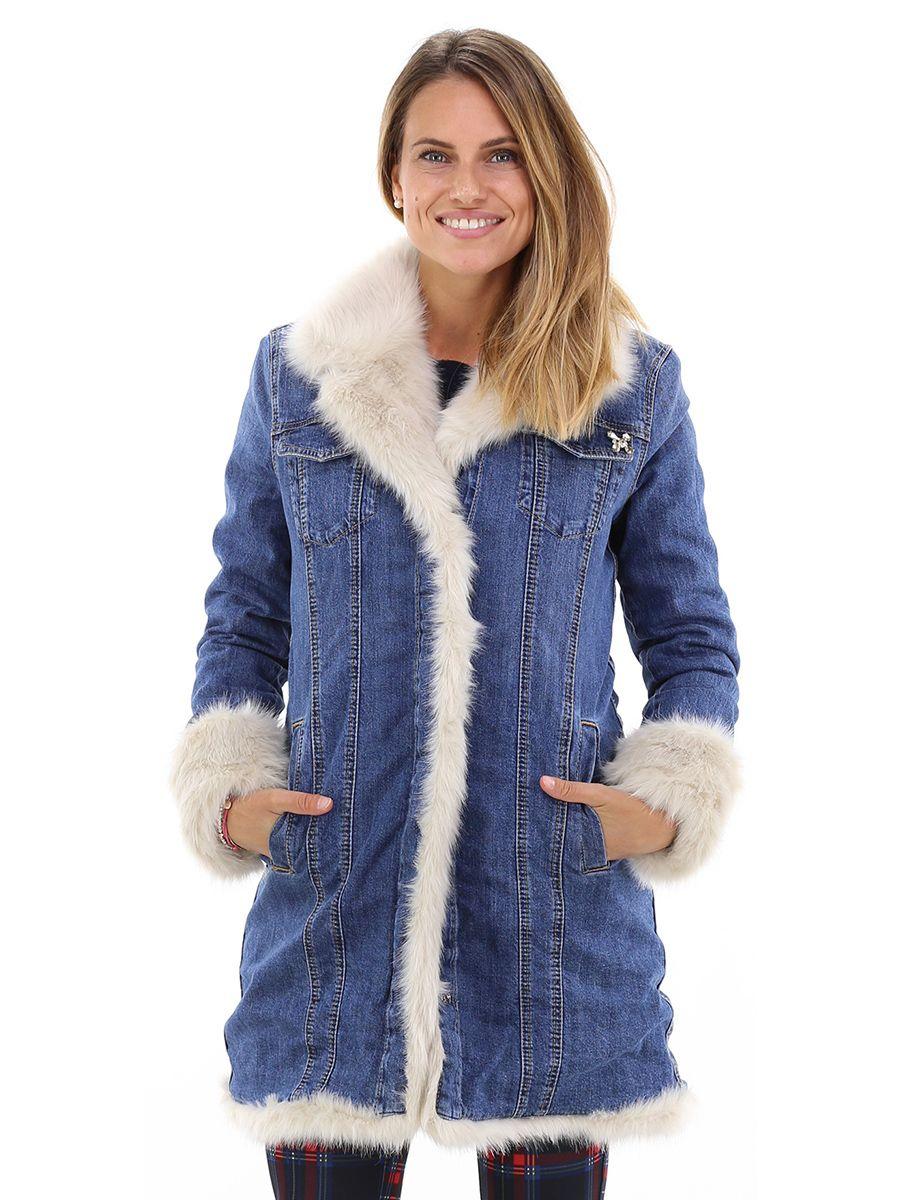 Cappotto in jeans foderato in fake fur con collo e polsi a contrasto.  tasche a 58ff3cd8bb3