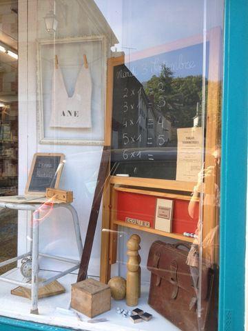 Flash back maison de famille inspirations showroom visual merchandising et boutique - Table maison de famille ...
