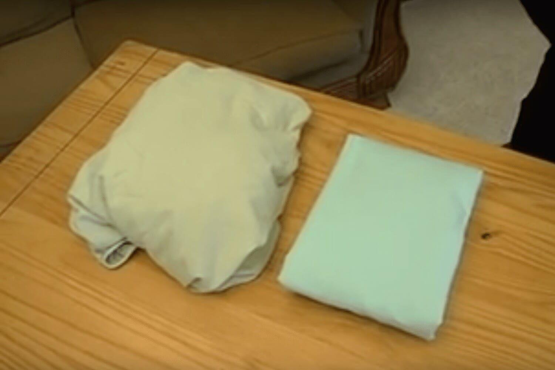 comment plier un drap housse en moins d une minute drap. Black Bedroom Furniture Sets. Home Design Ideas