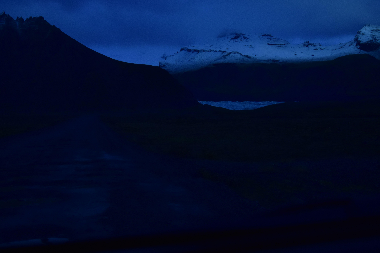 Anochecer en una lengua glaciar. Islandia