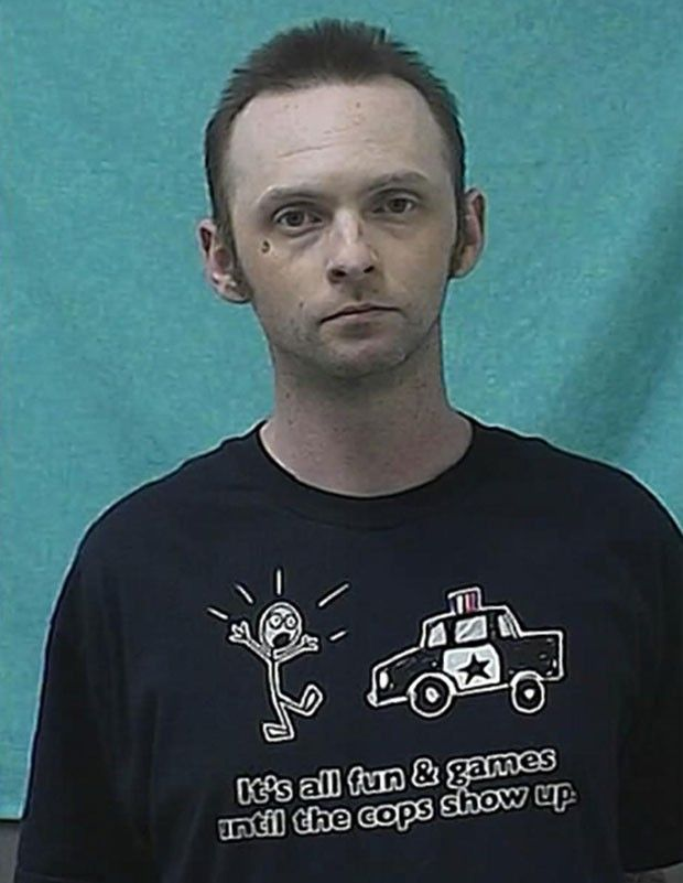 Veja detidos que usaram camisetas com frases 'prevendo' prisões