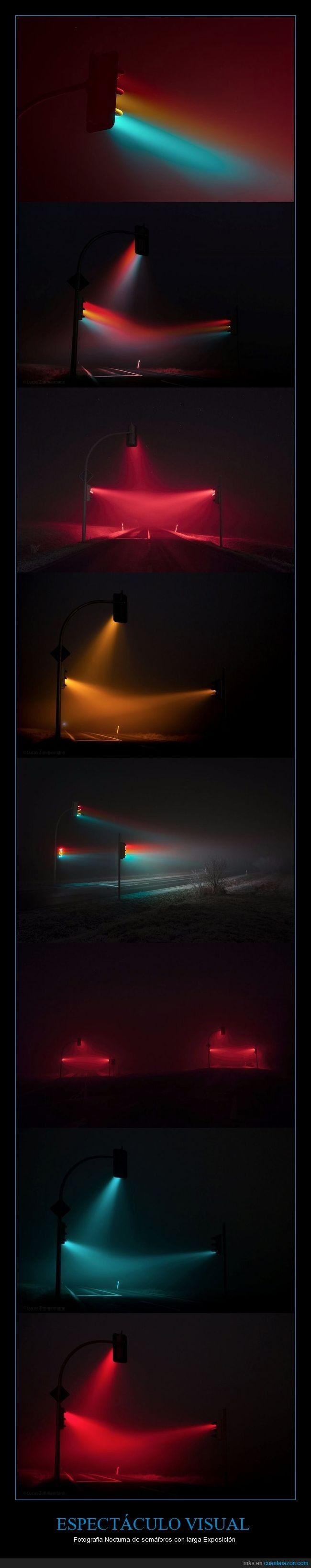 Fotografía Nocturna De Larga Exposición De Semáforos En La Niebla