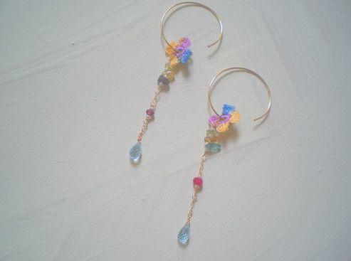 <ブルートパーズ 花 ピアス♪>透明感の輝きが美しいブルーとパーズとアメリカ製のアンティークレース糸のお花をmixした、さり気ないく、繊細なティストの中に個性...|ハンドメイド、手作り、手仕事品の通販・販売・購入ならCreema。