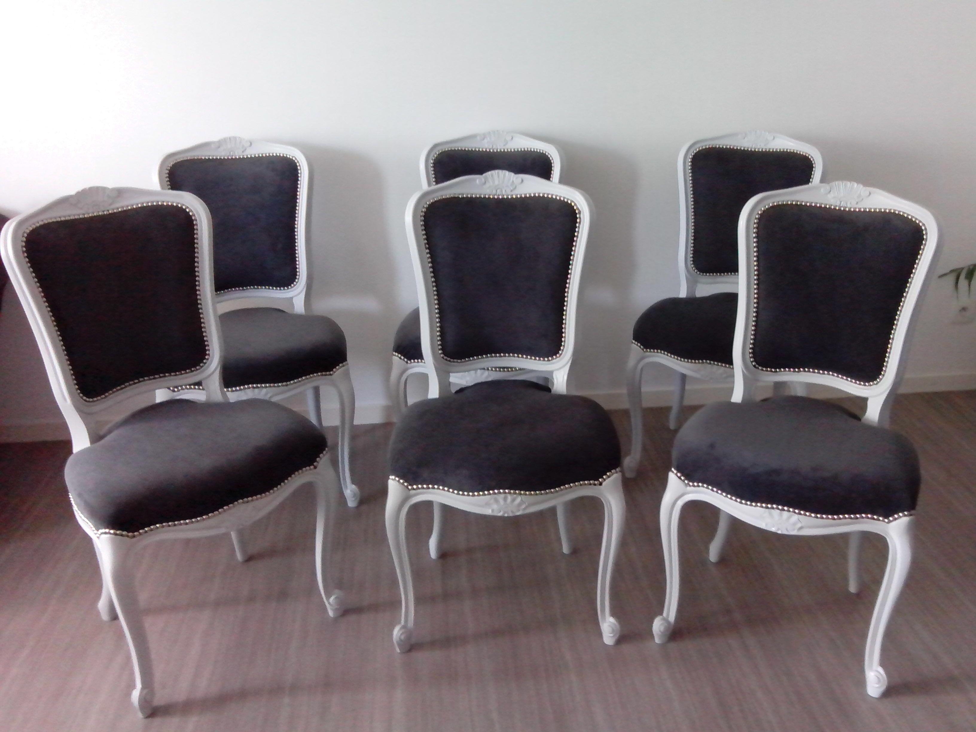 chaises de style louis xv relook es dans un tissu d 39 ameublement gris anthracite et une peinture. Black Bedroom Furniture Sets. Home Design Ideas