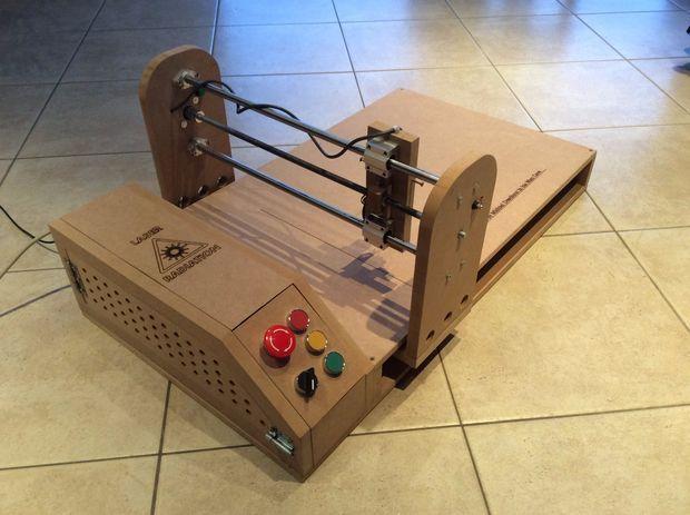 Un Cortador Láser Diseñado En Madera Con Arduino Diy Cnc Disenos De Unas Cortadora Laser Casera