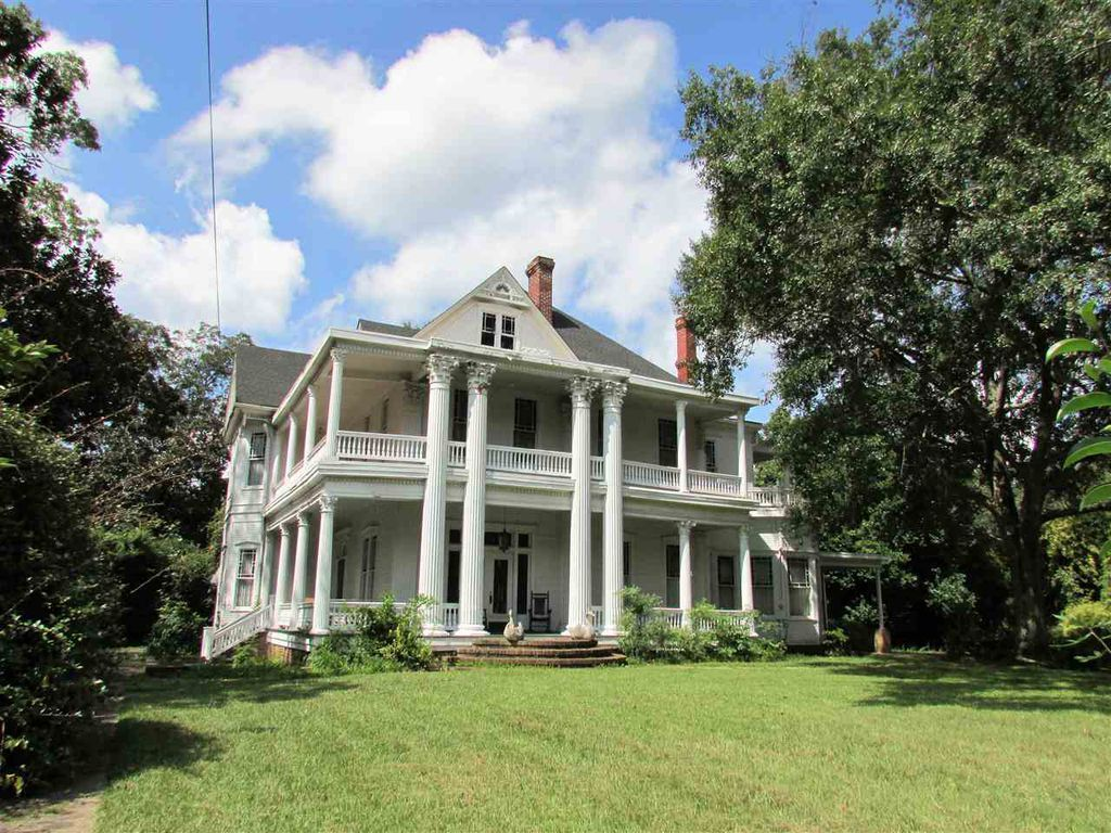 I Saw This House For Sale In Mississippi I Love Old Houses But From No Angle Does It Look Right Correct Normal The Southern Mansions Mansions Greek Revival