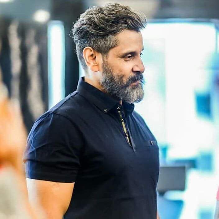 Chiyan Vikram Chiyanvikramfans Vandharajavathaanvaruven Vrv Str Ajith Vijay Cool Hairstyles For Men Hipster Haircuts For Men Mens Hairstyles With Beard