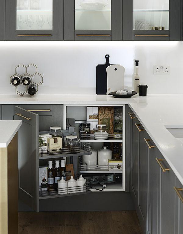 howdens kitchen storage kitchen shaker kitchen kitchen cabinets rh pinterest com