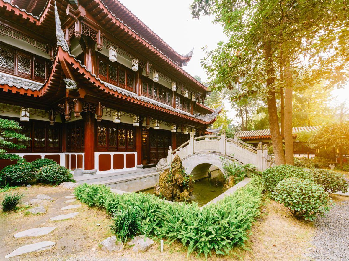 Destination Inspiration: Chengdu, China | Chengdu, Buddhist temple ...