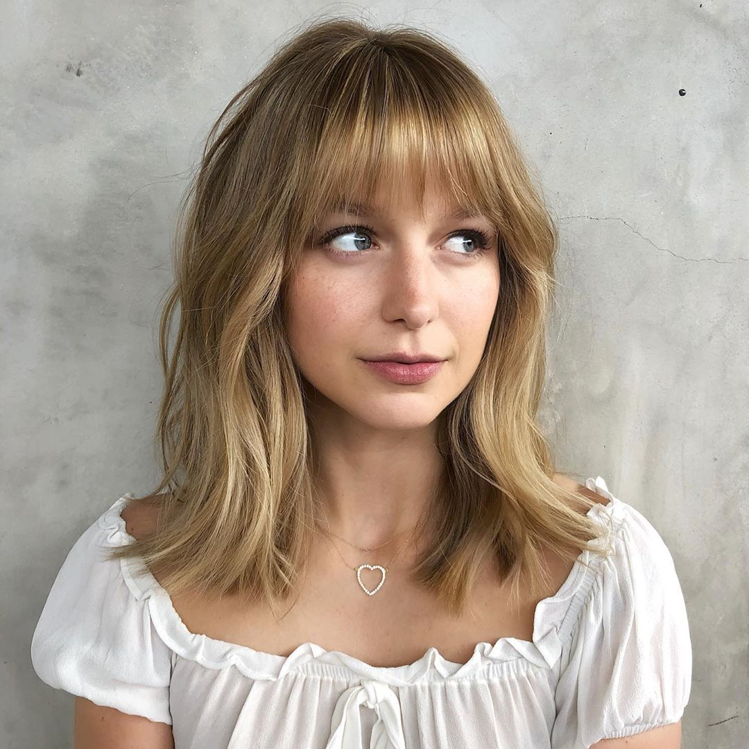 The Only Thing Mightier Than Supergirl Might Be Melissa Benoist S New Hair Look The Actress S Hairst Thick Hair Styles Oval Face Hairstyles Oval Face Haircuts