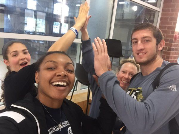 @LULionPride @LindenwoodU passing out high fives like candy today #High5Friday ✋
