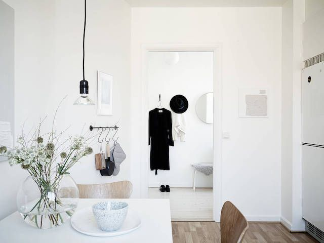 http://www.myscandinavianhome.com/2017/04/rocking-greige-in-swedish-apartment.html