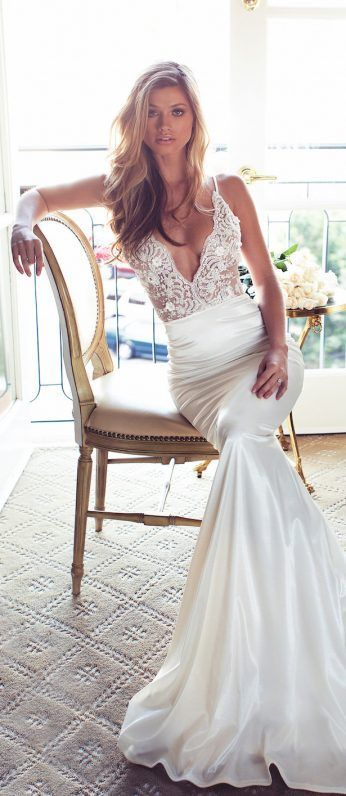 The deep v-neck of this gorgeous dress makes it great for a warm weather destination like #Mexico, but the fitted silk skirt gives it a touch of elegance. // Lurelly Bridal Wedding Dress