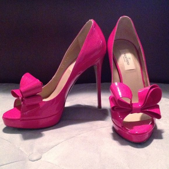 a46bc0c8cf4 Valentino Couture Patent Bow Pumps Worn 1x!! Valentino Couture Bow Pumps⚠️Lower  on Tradesy   Ⓜ !⚠️Size 38 8 but run 1 2 small! Would fit 7.5!