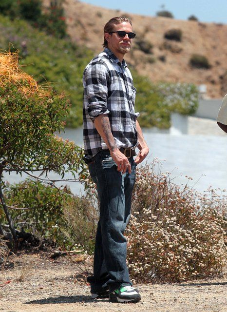 Oh Season 5!! I cant wait!! Charlie Hunnam on the set of ...