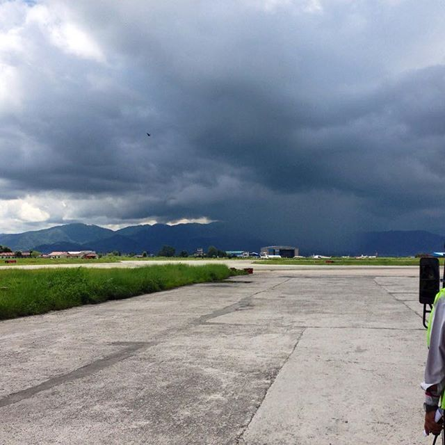 Kind of shocking it's already been exactly one year since the last day of roaming around Nepal. #ddRoams #didianddhai #tbt #kathmandu #airport #himalayas #nepal #travel #instatravel #asia #need #to #get #back #time #is #flying #last #day #one #year