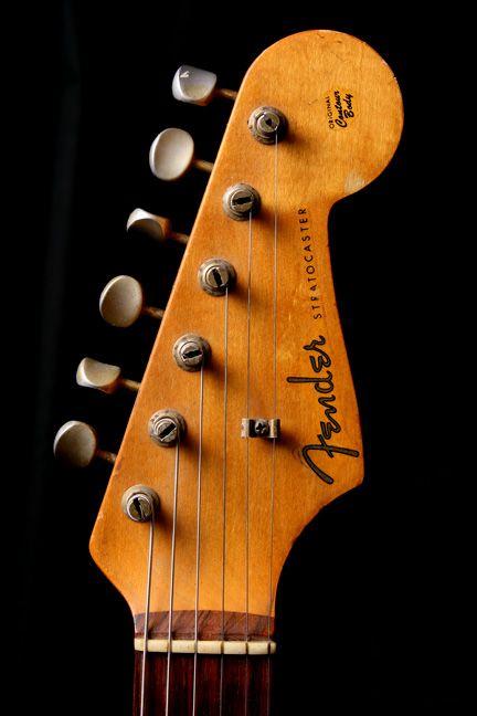 Headstock Of A Fender 1960 Stratocaster Hardtail 2 Tone Sunburst Fender Stratocaster Beginner Electric Guitar Guitar