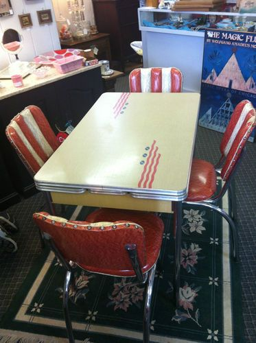 Authentic Vintage 1950 S Kitchen Table Set Formica Top Four Chairs The Side Lift Up Has Bui Vintage Kitchen Table Kitchen Table Settings Retro Kitchen Tables