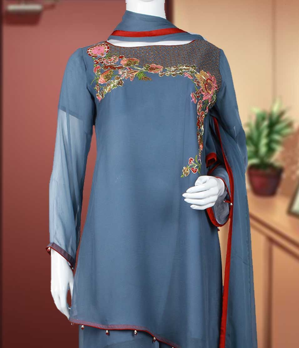 Embroidered shirt in chiffon with viscose trouser & chiffon Dupatta.  This suit is available in Small, Medium and Large size. Price: 6,490. *Free Shipping till 31st March 2017. #summercollection #Bint_Al_Bilaad #A_style_for_Every_Story