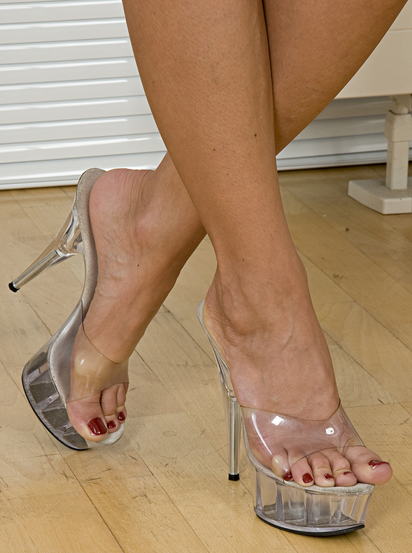 Pin By T On Sexy Women Sexy Heels Mules Shoes Sexy Toes