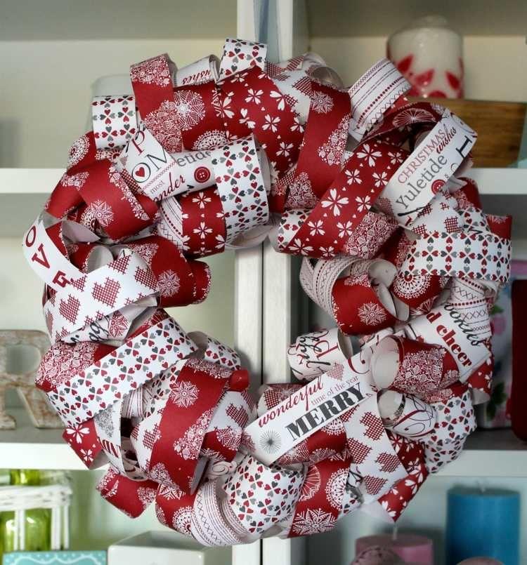 Weihnachtsdeko Ideen - Ein Türkranz mir Geschenkbändern in Rot und - weihnachtsdeko ideen