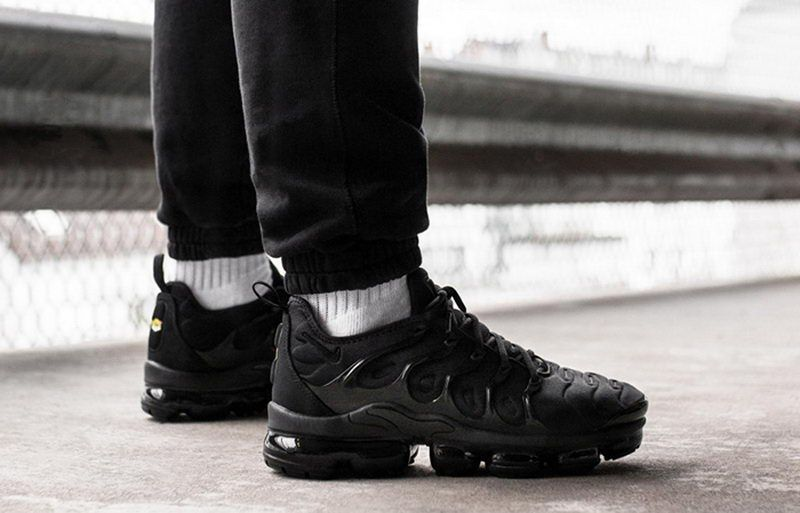 d925236e595 Nike Air VaporMax Plus Triple Black 924453-004