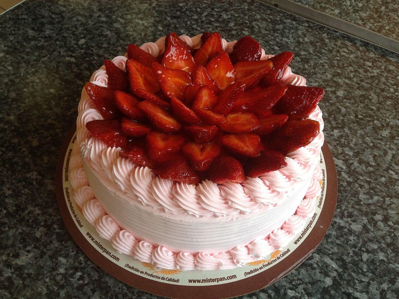 Pastel de fresas, torta de vainilla, relleno de sabores, baño de ...