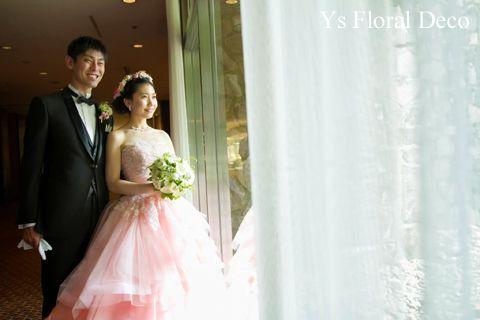 (記事追記しました。)こちらのおふたりのお色直しのときのご様子です。お色直しには淡いピンク色のかわいいドレスをお召しになりました。ブーケは挙式時と共通、ヘ...