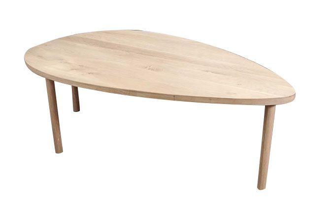 Stilig eggformet sofabord i eik. Et retro/moderne uttrykk som vil sette et særpreg på stuen. Lengde: 126 cmBredde: 77 cmHøyde: 41 cm Vi…