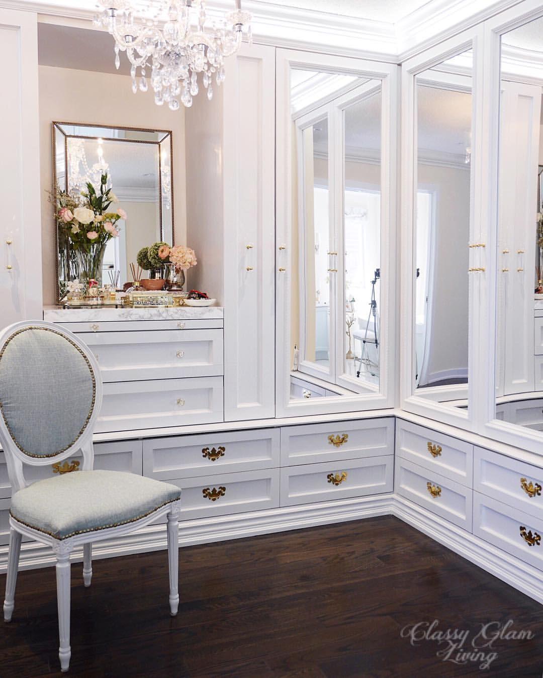 Dressing room walk-in closet mirror cabinet doors closet drawers ...