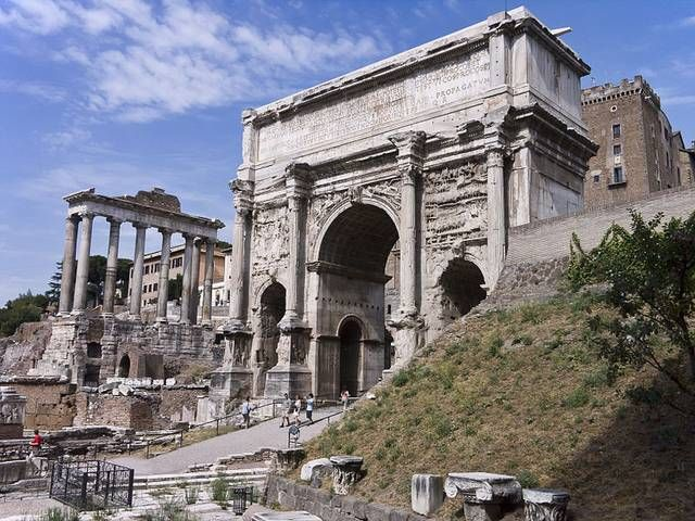 The White Marble Arch Of Septimius Severus At The Northwest End Of The Roman Forum Is A Triumphal Arch Dedicated In Ad 203 To Co Ancient Rome Rome Roman Empire