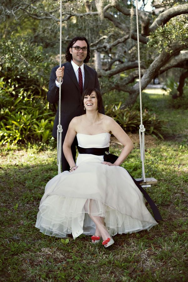 i love swings! maybe CJ & i can pose for a photo like this...