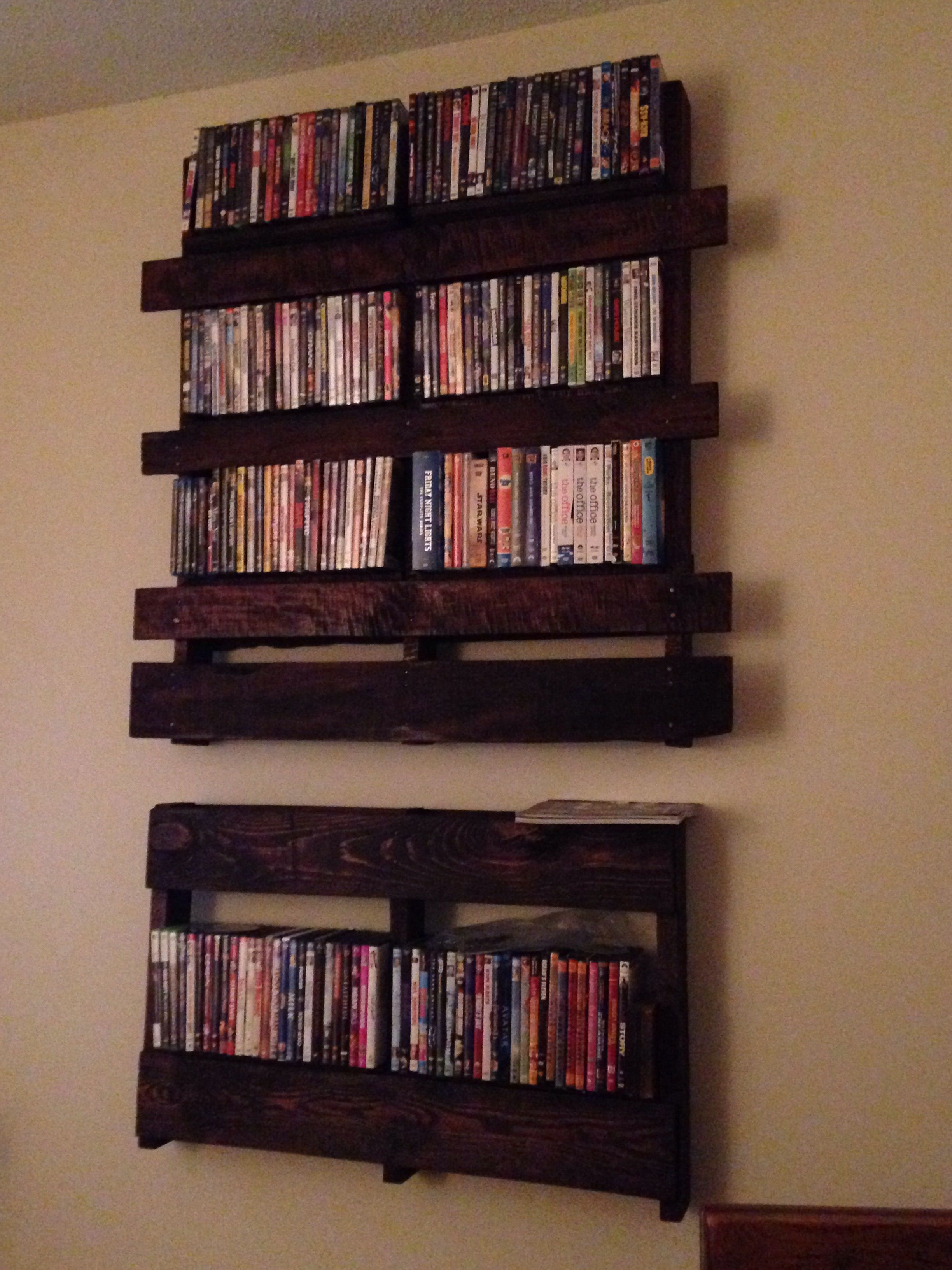 diy pallet dvd shelf mix and match boards from a few different pallets to add character and to. Black Bedroom Furniture Sets. Home Design Ideas