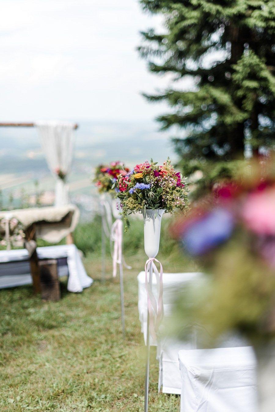 Echte Hochzeit Auf Einer Bergwiese Vor Dem Gasthof Schonblick Im Bayerischen Wald Hochzeit Ablauf Hochzeit Motto Hochzeit