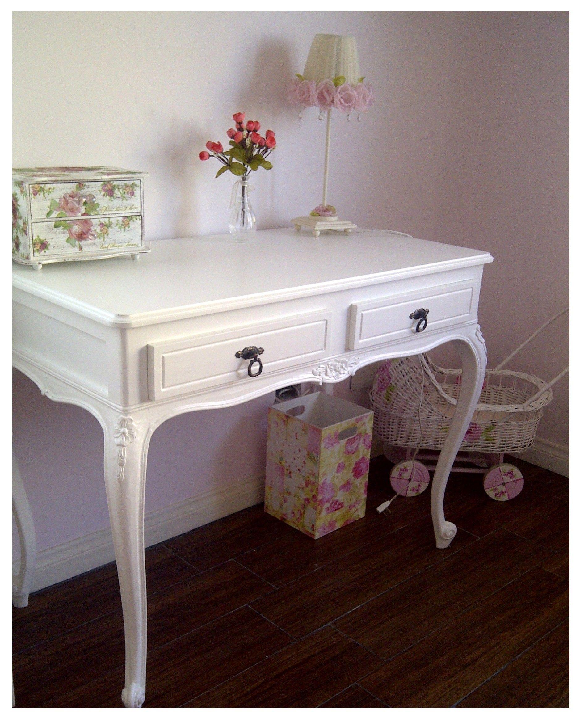escritorio de estilo francs en blanco romntico y encantador