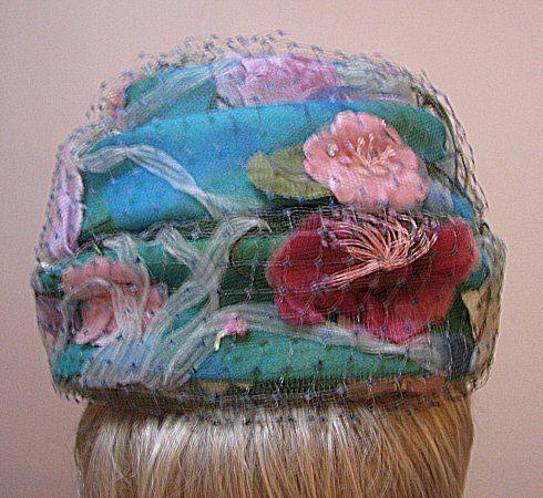 VNG ROSAMONDE GREEN HAT, PINK WHITE WINE FLOWERS