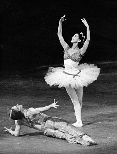 c346851dd Fonteyn with Nureyev in Le Corsaire Pas de Deux   Inspiration ...