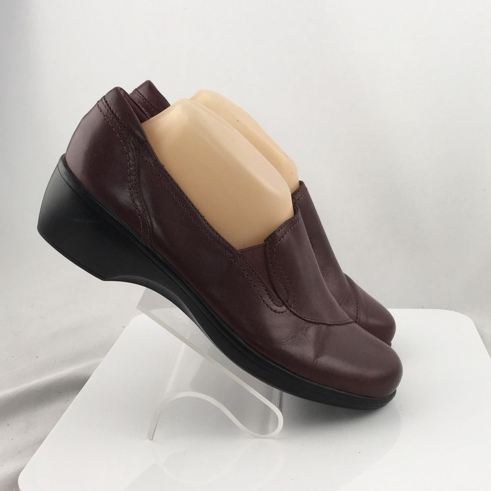 dec772b3 Clarks Bendables loafers womens size 9M burgundy leather slip on ...