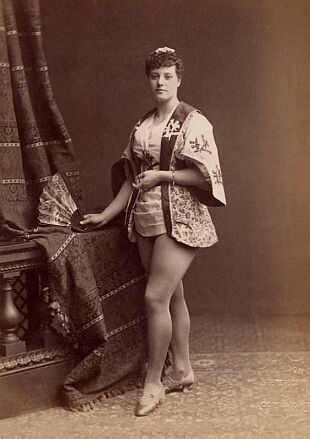 Harriett Vernon (1852-1923), English music hall singer and actress as Cammpi in The Japs; or, The Doomed Daimio, a burlesque by Harry Paulton and Mostyn Tedde, first produced at the Prince's Theatre, Bristol, 31 August 1885 and the Novelty Theatre, London, 19 September 1885. Other members of the cast included Lionel Brough, Willie Edouin, Fred Kaye, Kate James and Alice Atherton. (photo: unknown, probably London, 1885)
