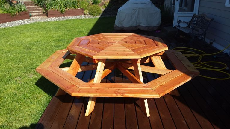 Build A Wooden Porch Swing With These Free Plans Octagon Tableoctagon Picnic
