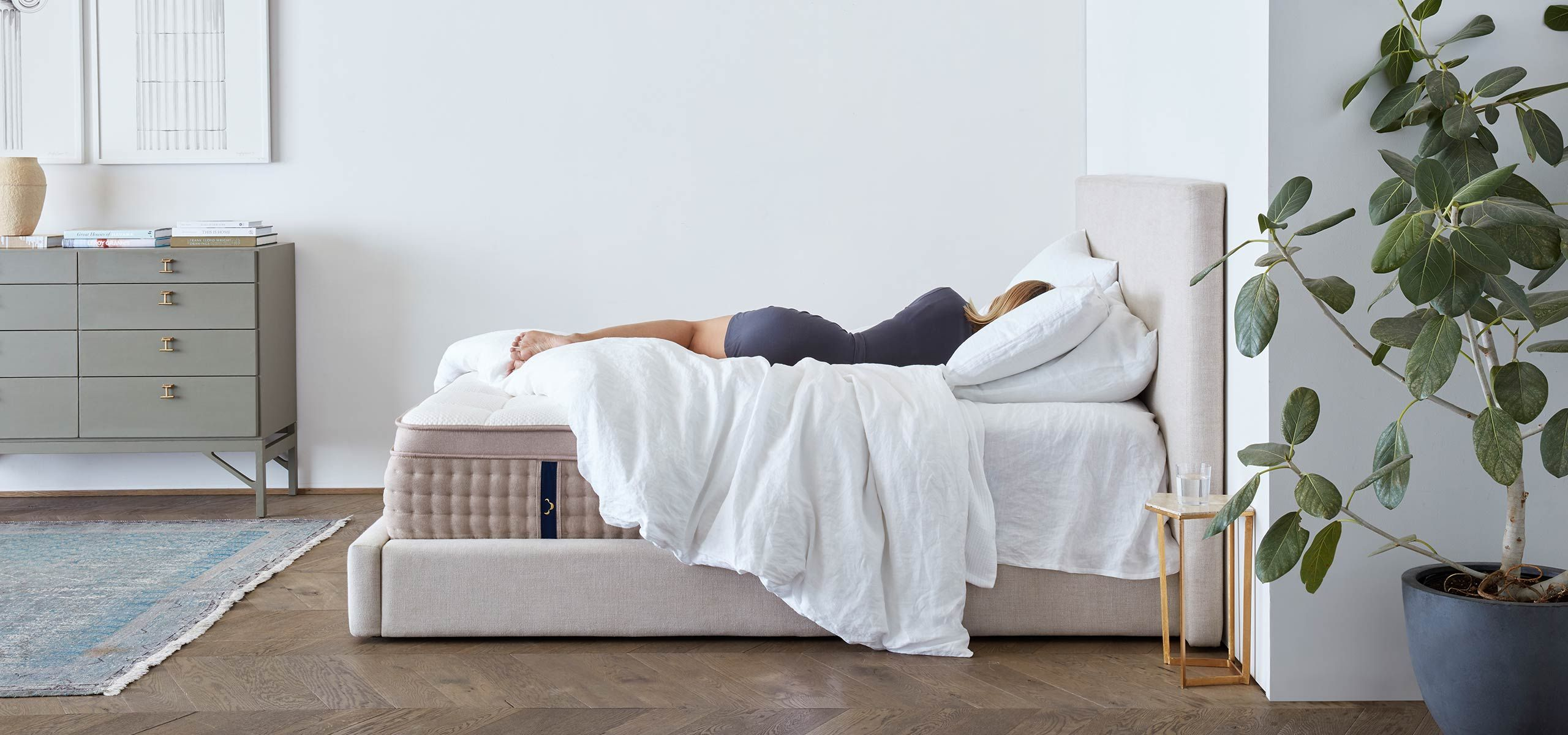 King Luxury Hybrid Mattress Crafted with Premium Materials Imagine what's possible after a perfect night's sleep. DreamCloud's hybrid mattress offers luxury-level comfort with multiple layers of the softest and most supportive premium materials.