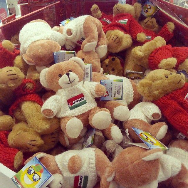 ¡Ositos húngaros! #teddybear #teddybears #softtoys #Budapest #Hungary #Hungría #peluches #pelucheando